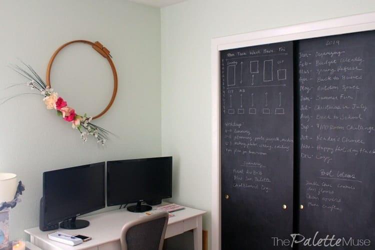 Chalkboard closet doors is one of my favorite organizing hacks