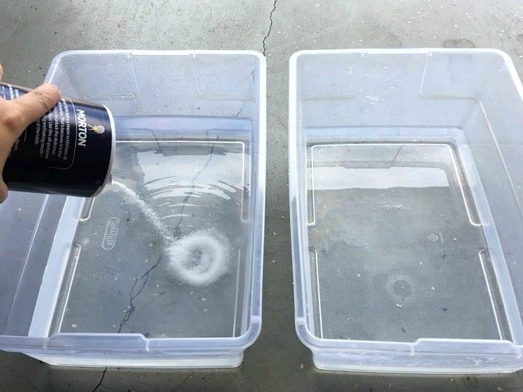 Preparing dye baths by first adding salt