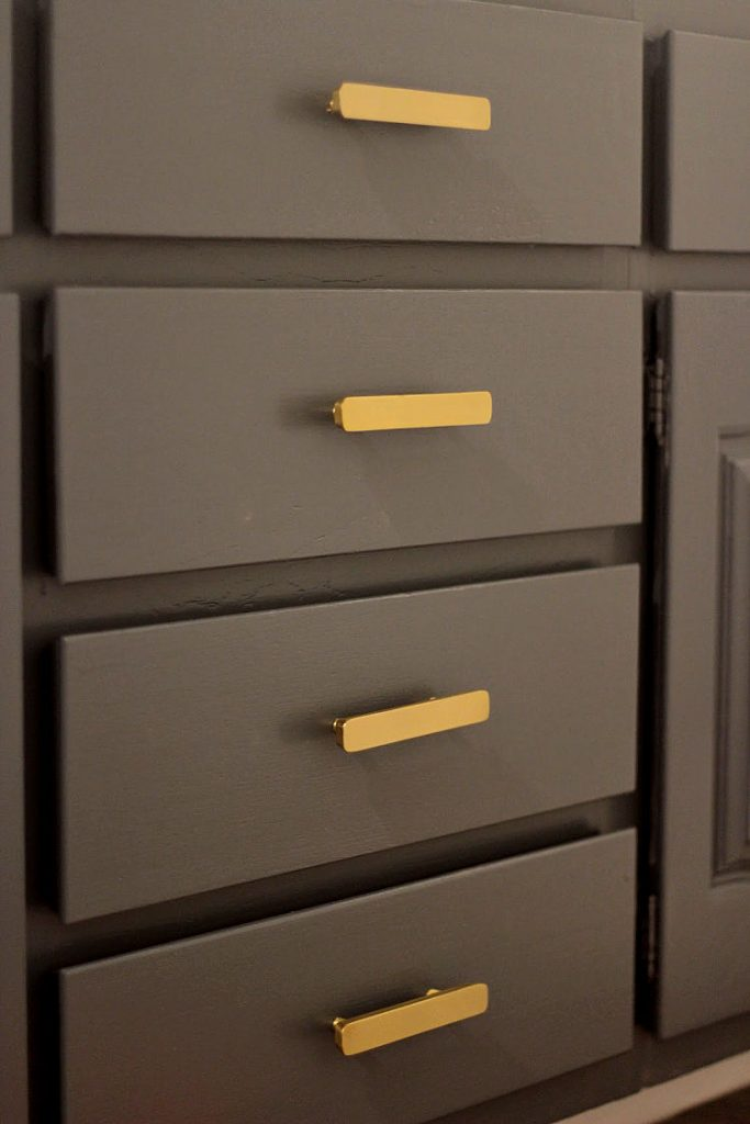 Cabinet drawer pulls all lined up