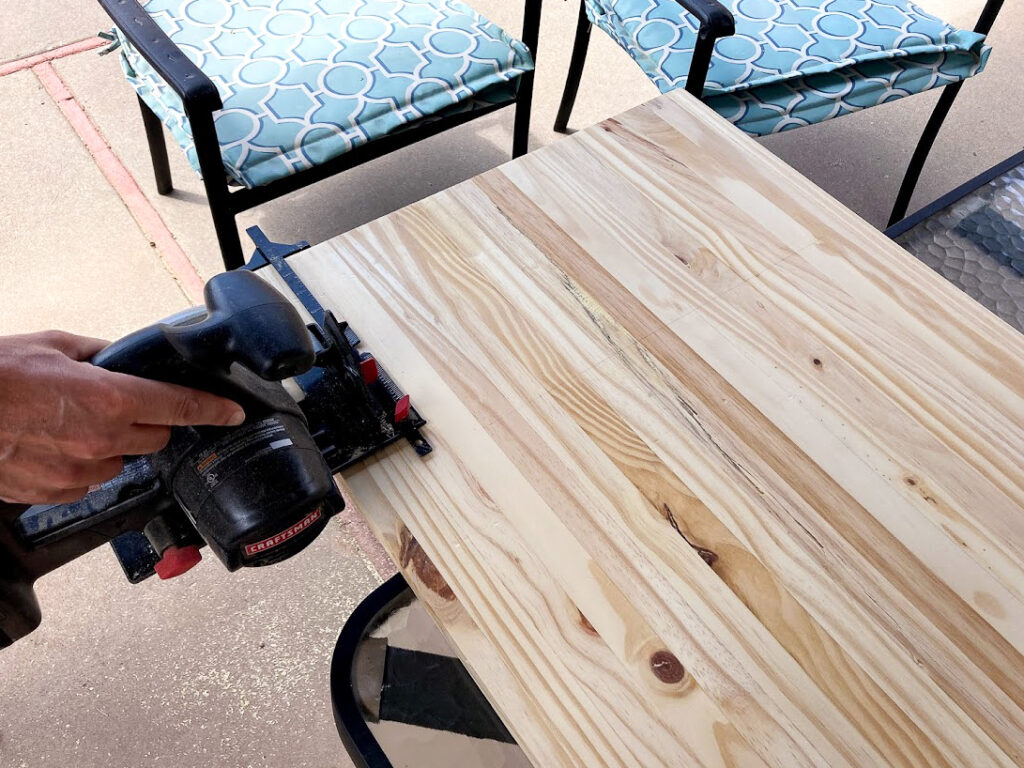 Cutting the table top down to size with a circular saw
